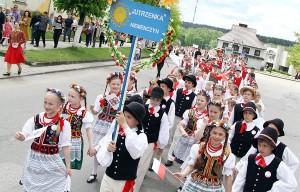 Tradycyjnie festiwal rozpoczął barwny korowód, który wyruszył od początku Niemenczyna i szedł ulicami miasta Fot. Marian Paluszkiewicz