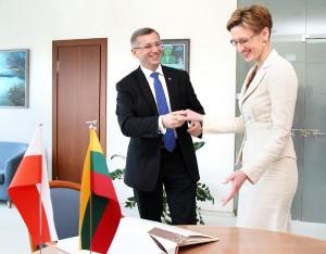 Prezes NIK-u Krzysztof Kwiatkowski z kontrolerem państwowym Giedrė Švedienė Fot. Marian Paluszkiewicz