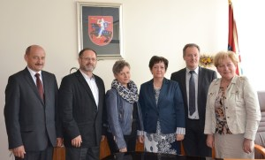 Gości z polskich miast partnerskich przywitała mer Samorządu Rejonu Wileńskiego Maria Rekść