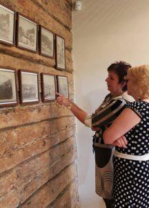 Na wystawie możemy oglądać czarno-białe widoki sprzed 130 lat przedstawiające różne zakątki Wilna