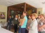 Danuta Mołoczko, dyrektor Izby Pamięci Anny Krepsztul, oprowadziła polonistów po muzeum Fot. Anna Pieszko