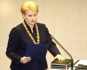 """Po zaprzysiężeniu prezydent Dalia Grybauskaitė zapowiedziała, że jej druga kadencja """"będzie inną"""" i tradycyjnie zaczęła ją od krytykowania wszystkiego i wszystkich oraz od straszenia zagrożeniami    Fot. ELTA"""