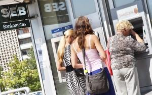 Od 1 stycznia 2015 roku na Litwie zostanie wprowadzona wspólna europejska waluta i litewskie bankomaty będą wypłacały tylko euro    Fot. Marian Paluszkiewicz
