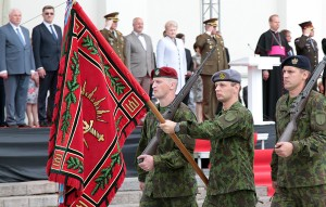 Ceremonia zaprzysiężenia nowego dowódcy zakończył przemarsz reprezentacyjnych oddziałów Wojska Litewskiego Fot. Marian Paluszkiewucz