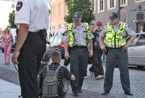 Ochotnicy są pomocni policjantom podczas patrolowania czy zapewnienia porządku publicznego podczas imprez masowych Fot. Marian Paluszkiewicz