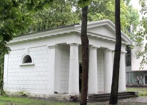 Jedyną pozostałością architektury cmentarza ewangelickiego jest kaplica grobowa Niszkowskich Fot. Marian Paluszkiewicz