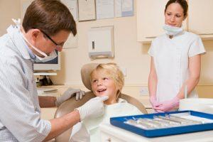 W tym roku zaświadczenie o stanie zdrowia dziecka lekarz rodzinny wyda dopiero po kontrolnej wizycie u dentysty  Fot. archiwum