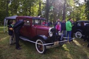 Goście mogli oglądać wystawę samochodów zabytkowych Fot. Brygita Łapszewicz