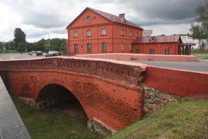 W 2008 r. odnowiono resztki starego miasta, składające się właściwie z kolegium jezuitów, starego młynu i mostu Fot. archiwum
