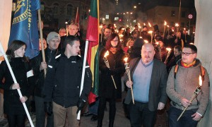 Nacjonaliści przemaszerowali spod Ostrej Bramy na Plac Katedralny, gdzie pod pomnikiem Giedymina zażądali od Polski przeprosin za okupację Wilna    Fot. Marian Paluszkiewicz
