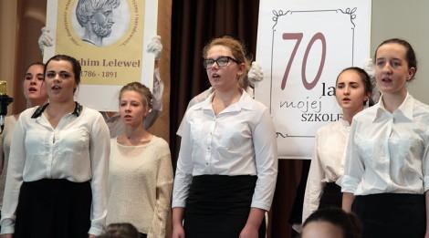 """Mimo swych 70 lat """"Piątka"""" zostaje młoda, radosna, przyjazna Fot. Marian Paluszkiewicz"""