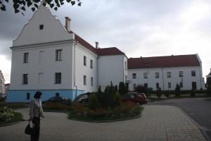 Budynki dawnego klasztoru Trynitarzy mało przypominają swe pierwotne przeznaczenie. Teraz tam mieszczą się mieszkania i archiwum Fot. archiwum
