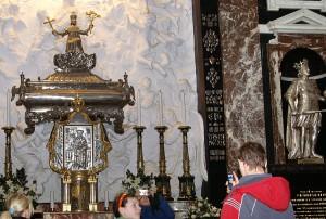 Trumna z relikwiami św. Kazimierza w katedrze Fot. Marian Paluszkiewicz