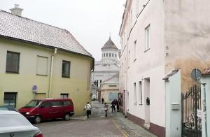 Przed wojną przy ulicy Literackiej w domu po lewej stronie mieszkał Czesław Miłosz Fot. Justyna Giedrojć