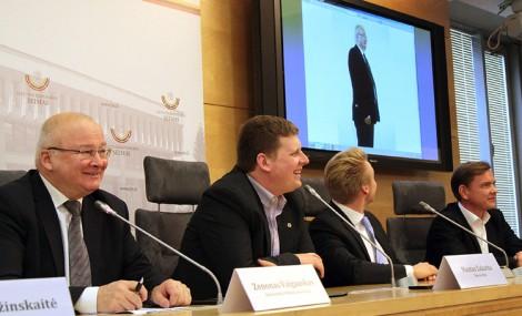 Szef GKW (pierwszy od lewej) poinformował, że o fotel mera w 60 samorządach powalczy kilkaset osób Fot. Marian Paluszkiewicz