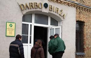 Przyłapani na nielegalnej pracy nie będą musieli zwracać zasiłku, jeśli sami poinformują urząd pracy o tym    fakcie Fot. Marian Paluszkiewicz