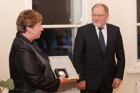 """Bronislovas Juozėnas, dyrektor domu opieki społecznej w Prudziszkach, otrzymał nagrodę II stopnia w nominacji """"Za osiągnięcia w zakresie rozwoju infrastruktury społecznej"""""""