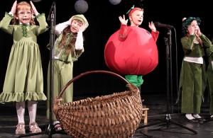 Przedszkolaki uwielbiają śpiewanie – to było widać i słychać Fot. Marian Paluszkiewicz