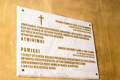 Mord w Katyniu upamiętnia tablica pamiątkowa w kościele pw. św. Rafała w Wilnie Fot. Marian Paluszkiewicz
