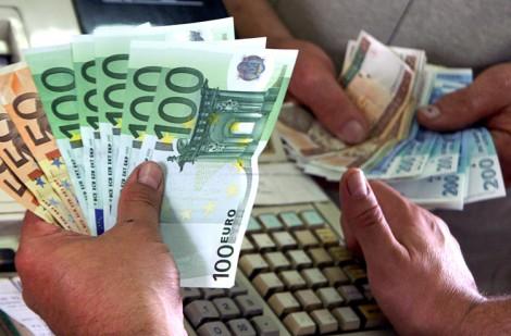 W ciągu pierwszzych trzech miesięcy tego roku banki wymieniły na euro ponad 2 mld litów Fot. Marian Paluszkiewicz