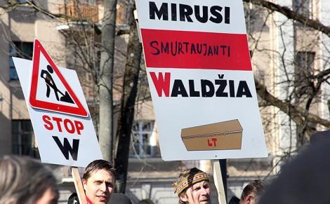 Decyzja Państwowej Komisji Języka Litewskiego ws. pisowni nazwisk mniejszości narodowych w pełni tożsama jest z żądaniami ulicznych krzykaczy protestujących przeciwko polskim nazwiskom        Fot. Marian Paluszkiewicz