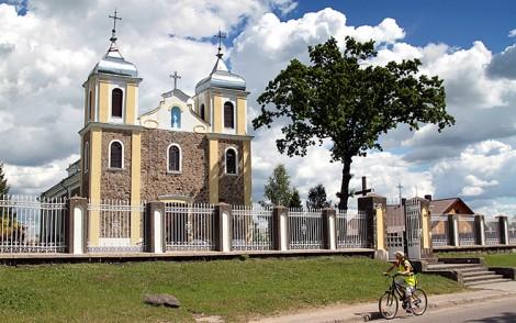 Ogólny widok kościoła od frontu Fot. Marian Paluszkiewicz
