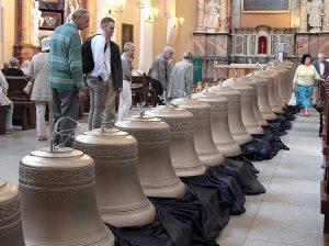Nie tylko obejrzeć, ale też upamiętnić na taśmie dzwony, które złożą się na karylion wileński Fot. Marian Paluszkiewicz