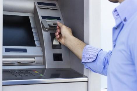 Aby ograniczyć ryzyko, przy płatnościach kartą trzeba zachować szczególną ostrożność Fot. archiwum