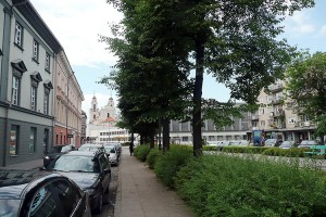...i obecnie. Po wojnie ulicę poszerzono pięciokrotnie i odbudowano