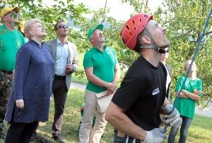 Prezydent Dalia Grybauskaitė oraz minister ochrony kraju Juozas Olekas obserwowali, jak młodzież radzi sobie z zadaniami  Fot. Marian Paluszkiewicz