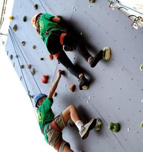 Młodzież uczyła się podstaw alpinizmu ― w upalny dzień wspinaczka była niełatwa Fot. Marian Paluszkiewicz