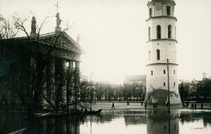 Po powodzi 1931 r. w podziemiach Katedry Wileńskiej natrafiono na kryptę z trumną Barbary Radziwiłłówny Fot. archiwum