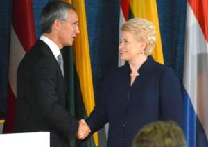 Jens Stoltenberg sekretarz generalny Sojuszu oraz Dalia Grybauskaitė prezydent Litwy Fot. Witold Janczys