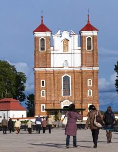 Bazylika Narodzenia NMP w Szydłowie jest jednym z najpiękniejszych kościołów późnego baroku na Litwie Fot. Marian Paluszkiewicz