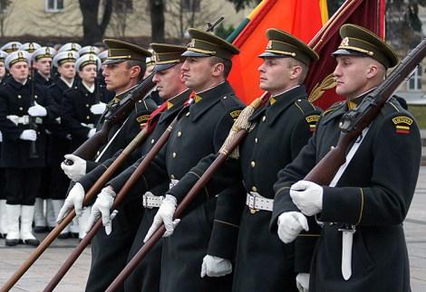 W tym roku do wojska zgłosiło się już 2,7 tys. ochotników, którzy prawie wypełnili tegoroczną kwotę 3 tys. poborowych Fot. Marian Paluszkiewicz