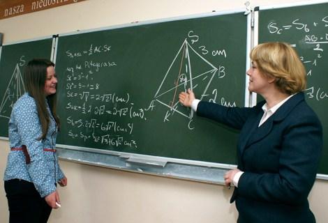 Dzień Nauczyciela jest okazją przypomnienia o ważnej i niezmiennej roli pedagogów w edukacji młodzieży i kształtowaniu jej życiowych postaw                            Fot. Marian Paluszkiewicz