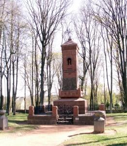 """Pomnik w Giedrojciach niebawem stanie się ogólnonarodowym obiektem zwycięskiej chwały nad """"polskim okupantem"""" Fot. wikipedia"""