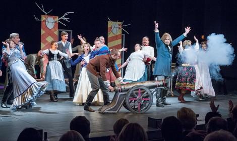 """Na scenie dawnego Teatru na Pohulance został wystawiony spektakl """"Damy i huzary"""" Aleksandra Fredry w reżyserii Inki Dowlasz Fot. Marian Paluszkiewicz"""