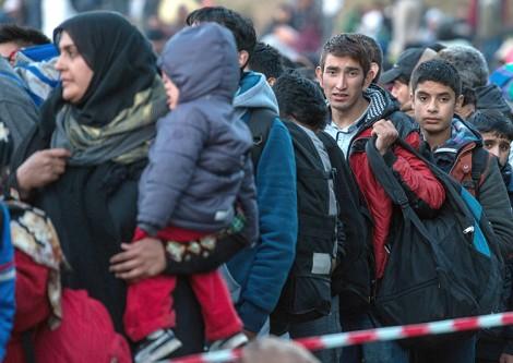 Uchodźcy, chcący jak najszybciej opuścić przepełnione obozy we Włoszech i Grecji, nie pałają chęcią trafienia na Litwę Fot. EPA-ELTA
