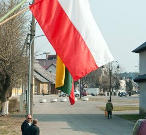 Polska symbolika wzbudzi ciekawość wśród mieszkańców miasteczka Fot. Marian Paluszkiewicz