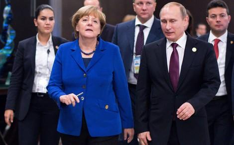 Kanclerz Niemiec Angela Merkel z Władimirem Putinem na szczycie G20 w Turcji Fot. EPA-ELTA
