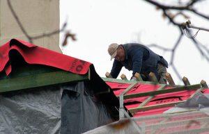 Podczas prowadzenia prac budowlanych należy zachować zasady bezpieczeństwa Fot. Marian Paluszkiewicz