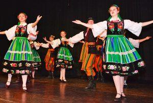 Grupa taneczna Wilenki zaprezentowała polskie tańce ludowe Fot. Jerzy Karpowicz