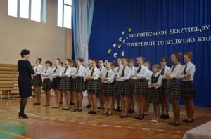 Gimnazjaliści zaprezentowali swoje talenty podczas przygotowanego programu artystycznego