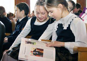 """Żartobliwe, wesołe """"Przecinki"""" miały wśród uczniów wielu wdzięcznych czytelników Fot. Marian Paluszkiewicz"""