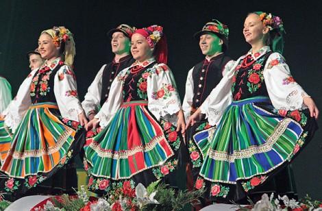 """Podczas pierwszego występu """"Perła"""" zaprezentowała polskie tańce ludowe Fot. Marian Paluszkiewicz"""