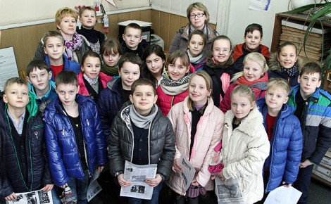 Uczniowie klas początkowych z Gimnazjum w Awiżeniach podczas wycieczki zapoznali się z zawodem dziennikarza Fot. Marian Paluszkiewicz