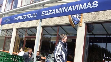 """Według danych """"Regitry"""" około 216 tys. mieszkańców jeszcze nie wymieniło starego prawa jazdy na nowe Fot. Marian Paluszkiewicz"""
