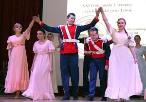 Ukoronowaniem uroczystości był polonez w wykonaniu uczniów Gimnazjum im. Elizy Orzeszkowej w Białej Wace Fot. Marian Paluszkiewicz