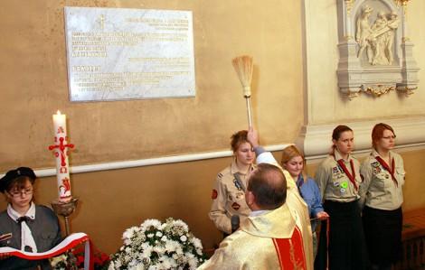 Tablica w kościele pw. św. Rafała upamiętnia ofiary zbrodni katyńskiej pochodzące z Wilna i Wileńszczyzny  Fot. Marian Paluszkiewicz